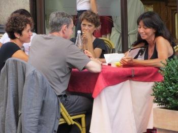 La #readerguest Claudia Priano durante l'intervista con Pierre Lemaitre.